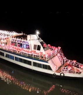 Candlelight <span>Cruise</span>