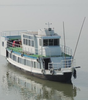 Houseboat <span>Cruise</span>